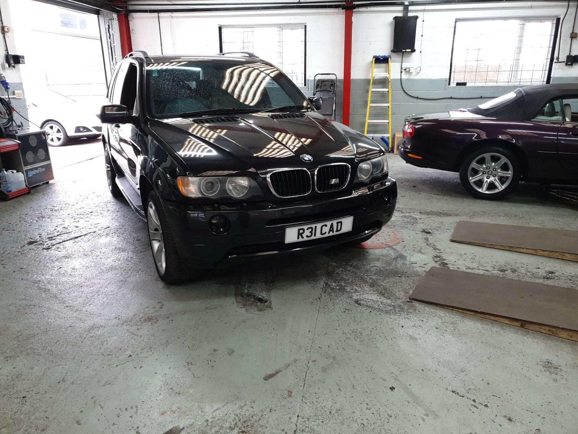 BMW X5-E53 Carbon Clean