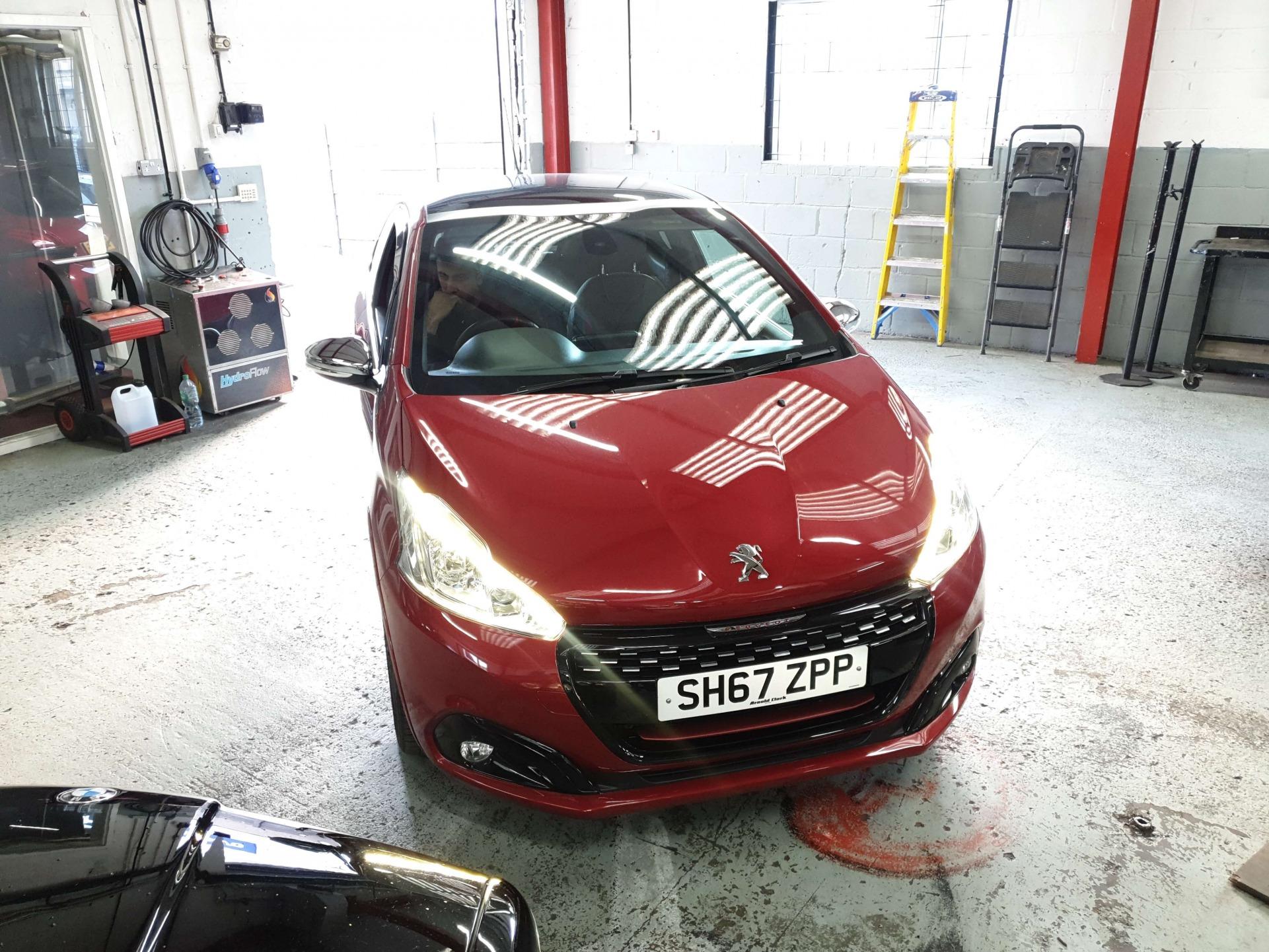 Peugeot 208-